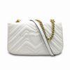 Белая сумка с золотой цепью
