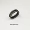 tief grau mit schwarzem