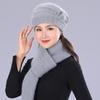 قبعة وشاح رمادي