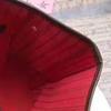 reticolo marrone all'interno rosso