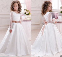 V Neck Bows Capped maniche lunghe Ball Gown Satin Ruffle Sweep Train Abiti da sposa Flower Girl Dresses