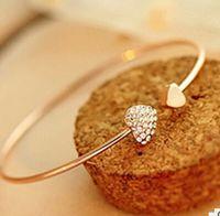 couleur or et argent en gros-Fashion Chic Belle plaqué or strass Coeur Cuff Bracelet fille Prom Party Ornement Cadeau