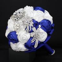 Hecho personalizado Royal Blue + Bouquets nupciales blancos para la boda de jardín Rhinestone Rhinestone de cristal de la boda Pétalos de la boda de alta calidad barato