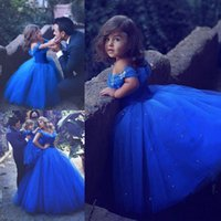 Royal Blue Princess Robes de fille de fleur de mariage Tutu bouffi hors cristaux brillants épaule 2018 Toddler Little Girls Pageant Communion Dress