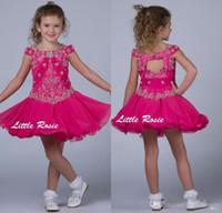 Little Rosie Kids Fuchsia Flower Girls Abiti da sposa Off spalla Bambino Cupcake Pageant Abiti Paillettes Bordare Ruffles Principesse Party