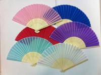 빈 일반 컬러 핸드 팬 100 개 / 많은 중국어 저렴한 접는 팬 결혼식 호의 작은 대나무 실크 패브릭 팬