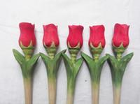 50pcs / lot 수제 조각 조각 나무 나무 펜 펜던트 조각 크리 에이 티브 볼 포인트 펜 모양 귀여운 장미 꽃 조각 무료 배송