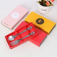 ¡Conjunto de regalo promocional de diseño único! Caja de embalaje de colores Cara sonriente Juego de cuchara y tenedor de acero inoxidable Juego de tenedor de cuchara de plata
