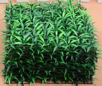 20pcs 25 * 25cm césped artificial cuadrado verde de la hierba para la decoración de la oficina en el hogar de la boda