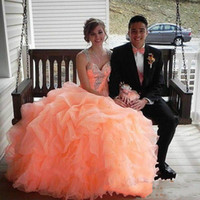 2015 Quinceanera Dress Ball Gown 화려한 구슬 목걸이 Sweetheart Organza 계층화 된 산호 박하 소녀 Sweet 16 Dress Stock QS10