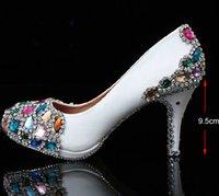 新しい到着手作りの結婚式の人気の白いブライダルハイヒールのドレスの靴クリスタル女性の靴の母
