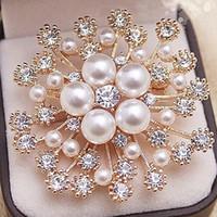 Kvinnor Fahsion Snowflake Pearl Rhinestone Brosch 4.5 * 4.5cm Guld Silver Blomma Lapel Pin Smycken Tillbehör Gåva för kärlek Vänner