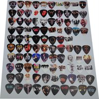 Nouveau 98pcs / lot Moyen Divers Guitare Pics Rock Bands GNR QUEEN 1D ACDC