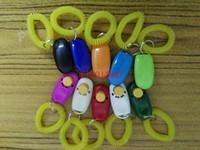 500 stks / partij Gratis Verzending Kleurrijke Clickers Pet Dog Cat Horse Bird Klik op Gehoorzaamheid Clicker Training Trainer met riem