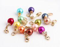 20 Teile / los Mix Farben Runde Simulierte Perle Baumelt Anhänger Charme Perlen Mit Karabinerverschluss Fit Für Schwimm Medaillon