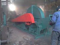 محرك كهربائي يحركه قرص تقطيع الخشب ، آلة معالجة رقائق الخشب لوقود الكتلة الحيوية