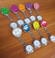 Comercio al por mayor 50 unids / lote Mix 10colors noche enfermera relojes sonrisa luminosa reloj de metal médico relojes médicos relojes de hierro NW009