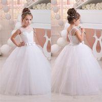 Beadings 결혼식 2020 새로운 꽃의 소녀 드레스 V 넥 화이트 아이보리 이런 영성체 드레스 어린 소녀 어린이 드레스