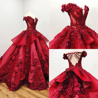 2021 Quinceanera rouge robes de l'épaule 3D Floral Appliqued Perles robe de bal filles Pageant Robes robe de bal formelle balayage train