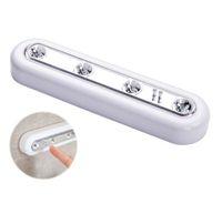 Bâton de batterie à commande tactile blanc à diode LED sur un mur sous un placard d'armoire Lumière Composants