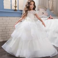 2020 Hot Billiga Vit Elfenben Flower Girl Dress Trailer Puffy Wedding Party Dress Girl First Communion Eucharist deltog i Princess Lace