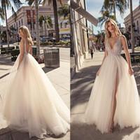 2019 Robes de mariée perlées Berta Sexy col en V Illusion Tulle Longueur de plancher Longueur Robes de mariée Côté Robe de mariée dos nu bohémien