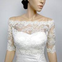 Vintage Bridal Giacche Bianco Avorio Bolero Bolero Top in pizzo in pizzo Appliques Mezza manica Adesivo su misura pulsante Indietro Plus Size Accessori da sposa
