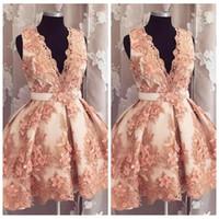 2021 Sexy Manches de col en V profonds A-Line Homecoming Robes avec des fleurs 3D ornées de courtes graduations formelles Robes de fête personnalisées Vestidos de PROM