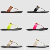 2021 Diseñador Diapositivas Mujeres Flip Flops Cuero Mujer Sandalia Con Doble Metal Negro Blanco Blanco Zapatillas Sandalias de playa de verano con caja US1