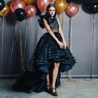 Prom negro Alto Bajo vestidos de encaje de cuello de la joya Una línea sin mangas con gradas vestidos de noche más el tamaño de tul plisado vestido formal