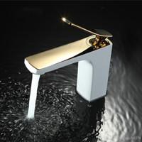 Banyo Musluk Krom / Altın Beyaz Boyama Musluk Havzası Evye Mikser Dokunun Pirinç Made Güverte Üstü Havzası Musluk