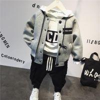Ropa de diseño niños Casual bebé de algodón traje de chaqueta con capucha de béisbol + + pantalones 3pcs de la ropa del otoño de la ropa niños del juego de los niños de invierno diseñador