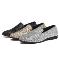 2019 Nuovi uomini di design in pelle scarpe Glisten Dress Party Shoes Slip-On scarpe a punta mocassini fondo in gomma morbida moda uomo