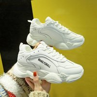 The new spring and summer 2019 breathable canvas woman shoes...