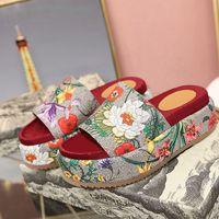2020 Art und Weise hohe Qualität der neuen Frauen klassische Sandalen Luxus-Designer-Schuhe Leinwand Gummi rutschfeste Unterseite Frauen Pantoffel lässige Mode Strand