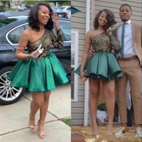 Neue Hunter Green Lace Homecoming Kleider 2020 One Shoulder Langarm Short Prom Kleider Plissee Satin Cocktailkleid Günstige