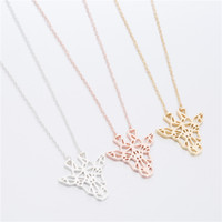 Tête de girafe mignonne avec un collier d \ 'animaux en origami creux et doré doré or rose couleur argentée, choisissez