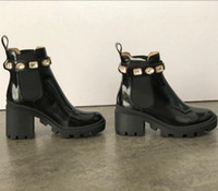 Avustralya Kadınlar Martin Patik fahsion Kutusu EU42 ile Desert Boots İşlemeli Platformu Deri Boot Bayanlar Orta topuk Ayak bileği Boot Ayakkabı