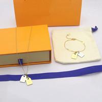 Европа Америка Мода Ювелирные Изделия Мужчины Леди Женщины Гладкая Выгравированные V Инициалы Двойной Цвета Квадратные Часы Ожерелье Браслет Наборы