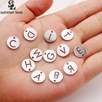 Clasta de alta calidad de acero 26 letra intencial Charm pequeño colgante para collar de pulsera Charm alfabeto de plata para fabricación de joyería de bricolaje