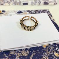 C2055 Europa y los Estados Unidos Perla Retro Pearl Tobres de latón Mujeres Abra el anillo de moda fresco Personalidad Índice de viento Dedo Simple Anillo