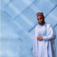Nueva tela de algodón de estilo Atiku de Nueva Nigeria Atiku 10 yardas Una pieza de tela Atiku de algodón en color beige hermoso para hombres Tela 30