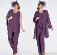 Plus Size Lavendel Mutter der Braut-Kleider mit Jacke Drei Stücke Chiffon Mutter der Braut Hose-Klagen handgemachte Blumen-formalen Kleider