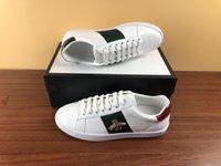 الجملة رخيصة مصمم أحذية مع بيضاء النحل الأخضر شريط جلد طبيعي ايس أحذية رياضية تصميم ويب حذاء الرجال النساء عارضة الأحذية