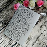 Silver Shimmy Wedding Invitations Laser Cut Trifold Pocket Invitaciones para el compromiso de Showr de novia Quinceañera con la tarjeta RSVP