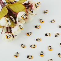 100 unids / bolsa Mini Abeja De Madera DIY Pegatinas Scrapbooking Decoración de Pascua Inicio Decoración de Pared Decoraciones de Fiesta de Cumpleaños