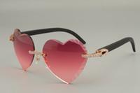 Lentes de sol con forma de corazón de alta calidad con mejores ventas, gafas de sol de madera en color rojo / negro naturales de diamante 8300686-A tamaño: 58-18-135mm