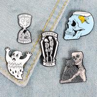Su esmalte de reloj de arena vida boton fantasma esqueleto de pescado tanque cráneo insignia broche de bolsa de mezclilla camisa de regalo de la joyería Pin de la solapa del gato gótico