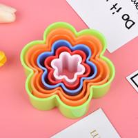 Molde de plástico 5pcs arcilla galletas moldean Conjunto cortador de la galleta del molde en forma de estrella de la flor del corazón Conjunto de colores pastel de crema batida de moldes herramienta de la cocina VT0663