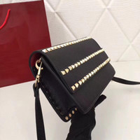 Nuevo Cool Modern Lady Flap Fashion Rivet Satchel Clutch Bags Designer Women Cross Body Bag Bolso Bolsos de cuero de alta calidad Blanco Negro